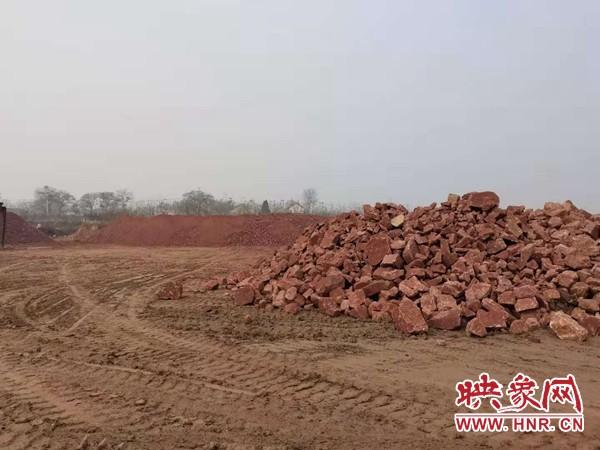 """新密市一村民化名""""正义""""举报数千吨石头占压耕地 曲梁镇这样回应"""
