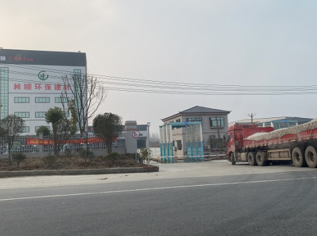 信阳平桥一工厂违规占地生产 多部门介入仍在正常运转