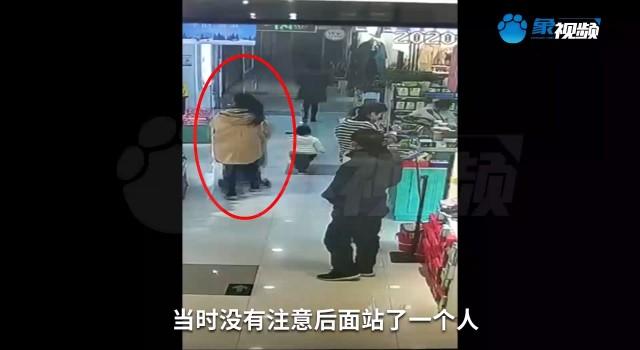 宝妈带娃逛商场,遭陌生男子尾随
