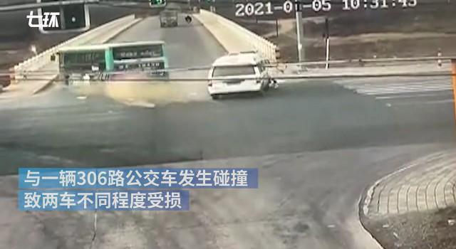 天水警方通报救护车与公交车相撞,1死14伤